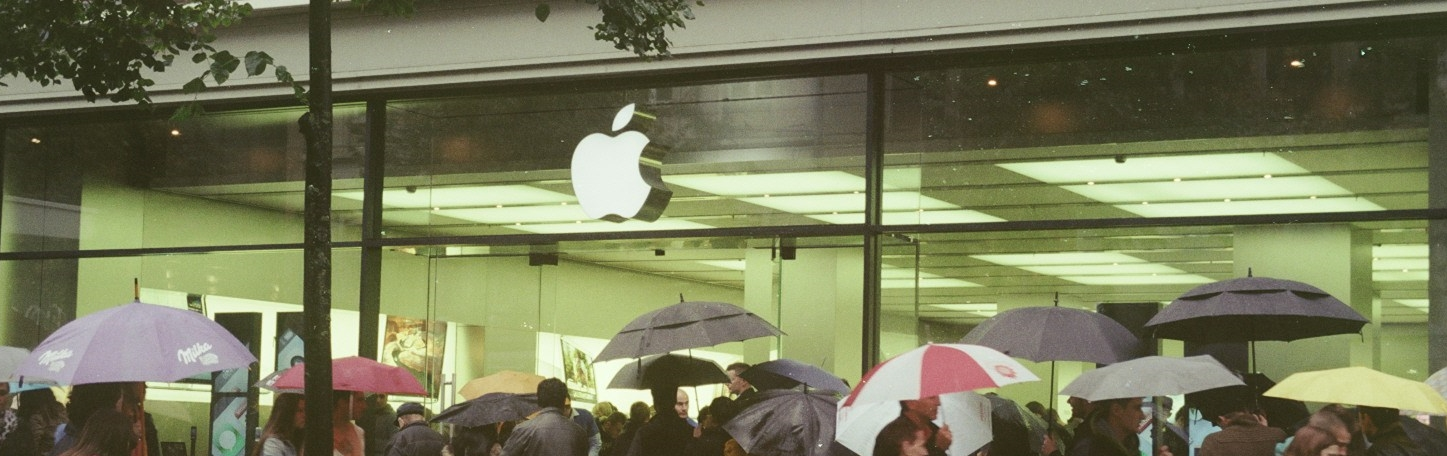 Waiting in the Rain at Apple Store (Zurich)